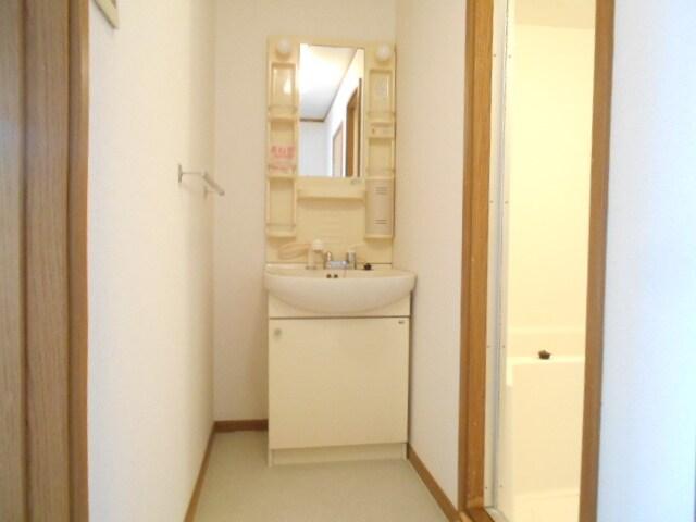 ローズマリーA 02020号室の洗面所