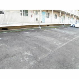 コーポ伊谷 503号室の駐車場