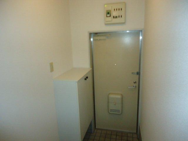 レインボー S・R 00101号室の玄関