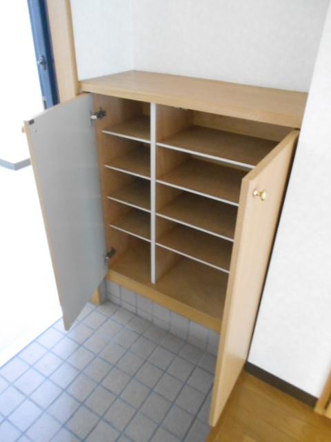 新宿マンション 201号室の玄関