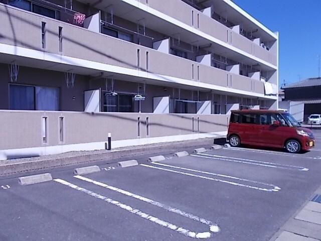 グロワール 03030号室の駐車場