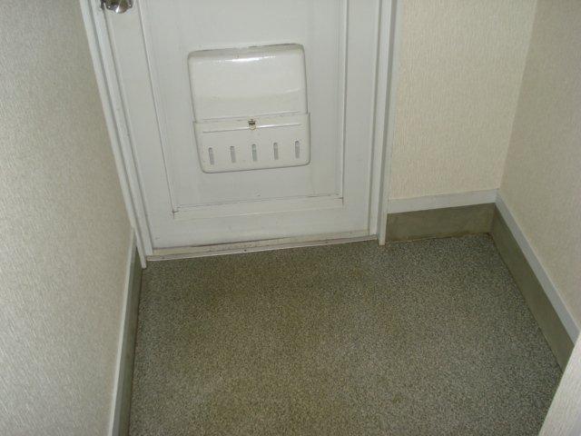 サンハイツ栄 00102号室の玄関