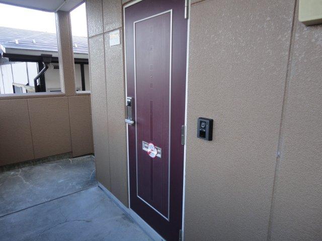 プチコート 201号室の玄関