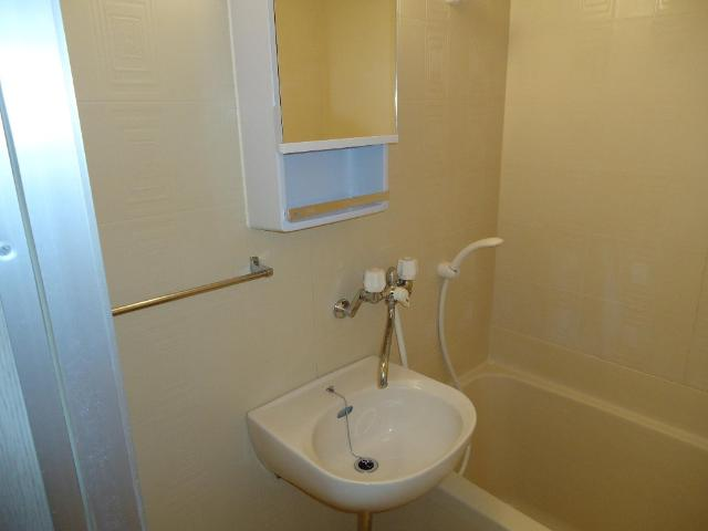 プチコート 201号室の洗面所