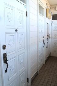 グリーンパーク 103号室の玄関