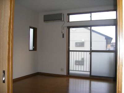ハイツ飯野 201号室の居室