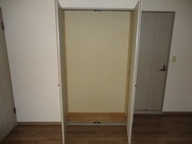 アーバンハイツ・メロディー 203号室の玄関