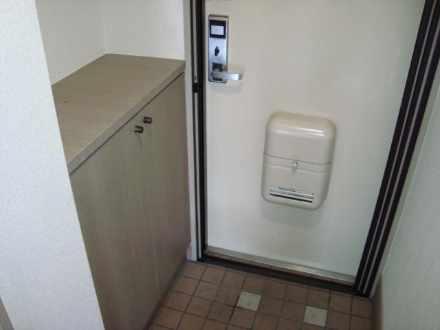 パレス野添 00403号室の玄関