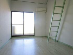 コーポ中井 0203号室のリビング