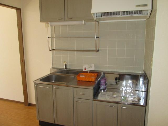 パークハイムほづみⅡ 302号室のキッチン