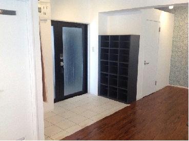 REVANCE HIGASHIURAWA 208号室の玄関