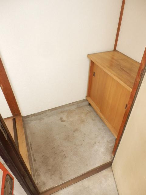 コーポ小野塚 201号室の玄関