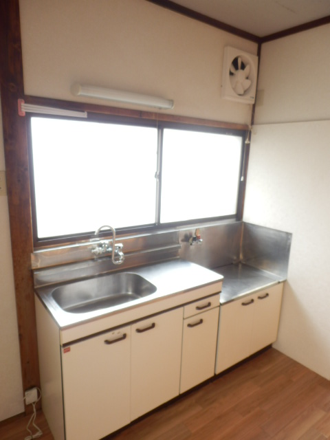 コーポ小野塚 201号室のキッチン