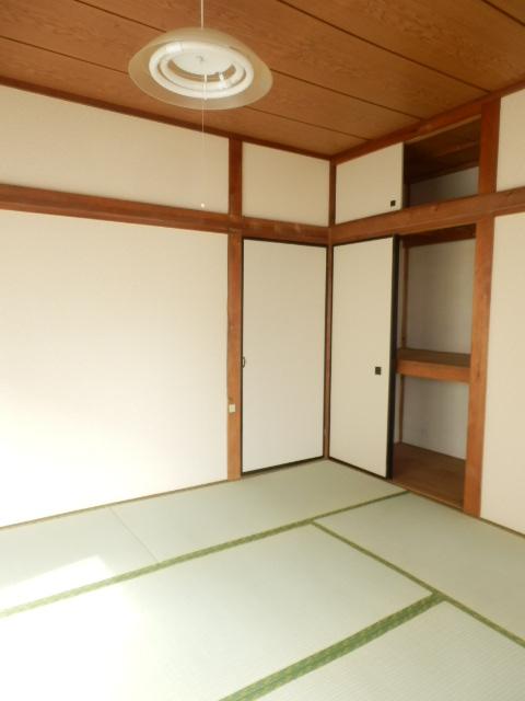 コーポ小野塚 201号室の収納