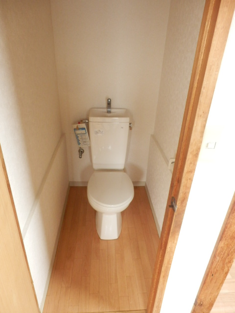 コーポ小野塚 201号室のトイレ