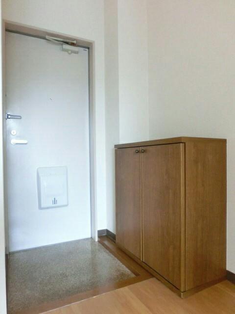 メゾンシティコート B棟 02010号室の玄関