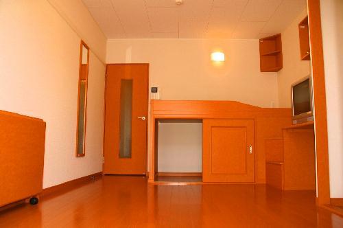 レオパレスシュガーグレイス 214号室のリビング