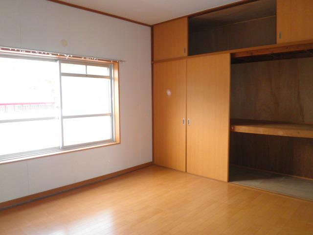 ワイズタウン 2棟 303号室のベッドルーム