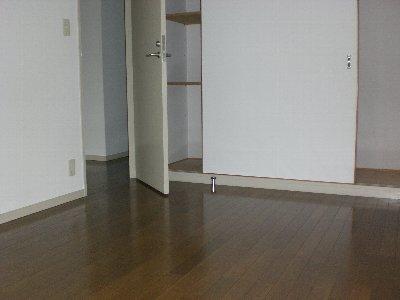 カキノキコート 102号室の居室