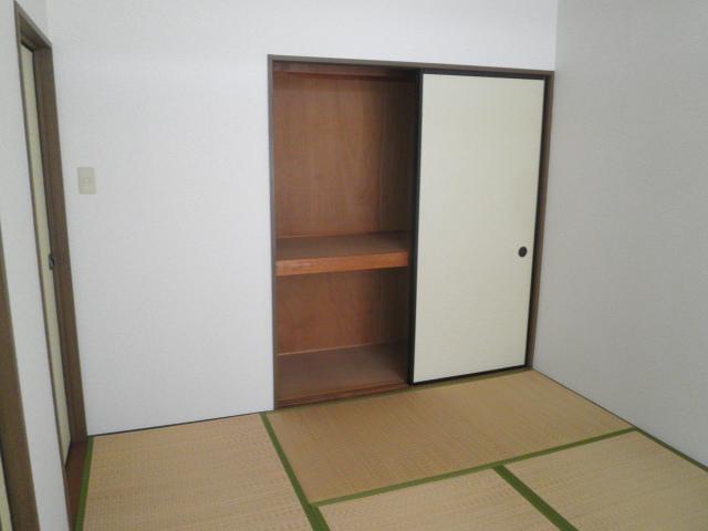 コンフォート楠 205号室の居室