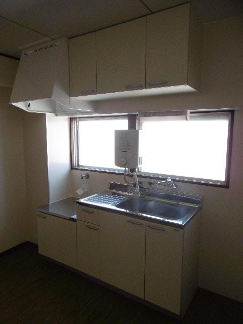 服部マンション 301号室のキッチン