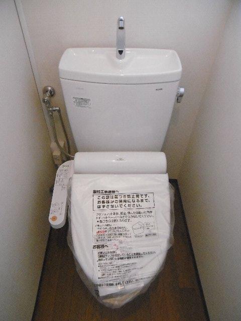 服部マンション 301号室のトイレ