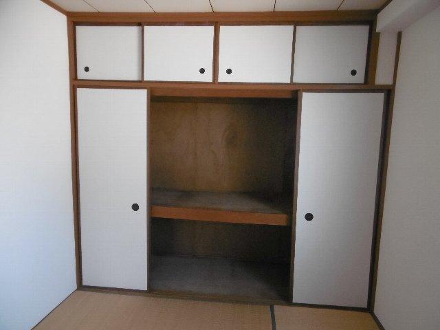服部マンション 301号室の収納