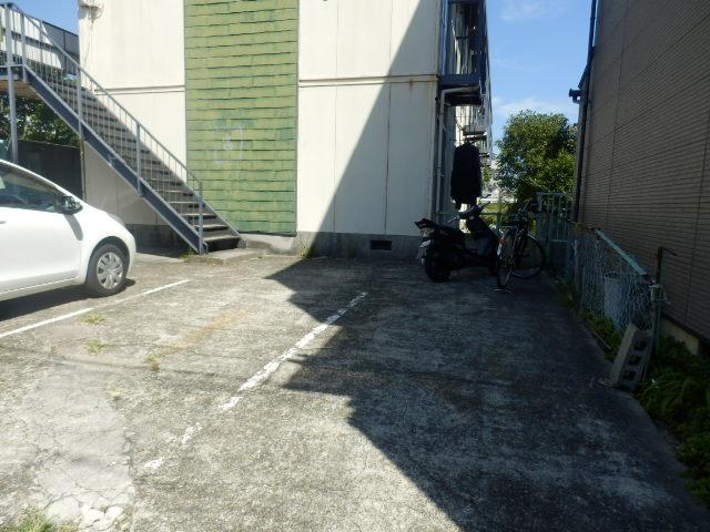 サンコーポ 202号室の駐車場