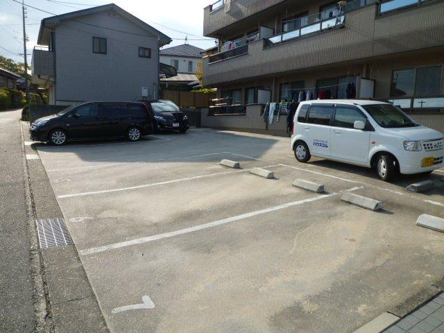 ヴィラ晃梅 103号室の駐車場