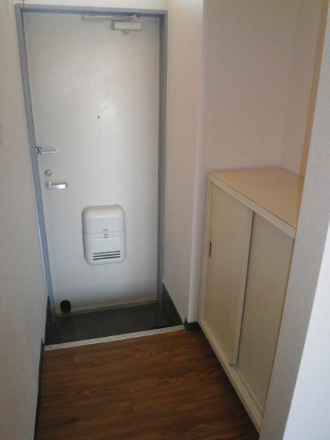 エスポアロイヤル 203号室の玄関