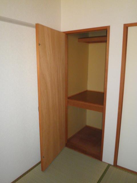 エスポアロイヤル 203号室の収納