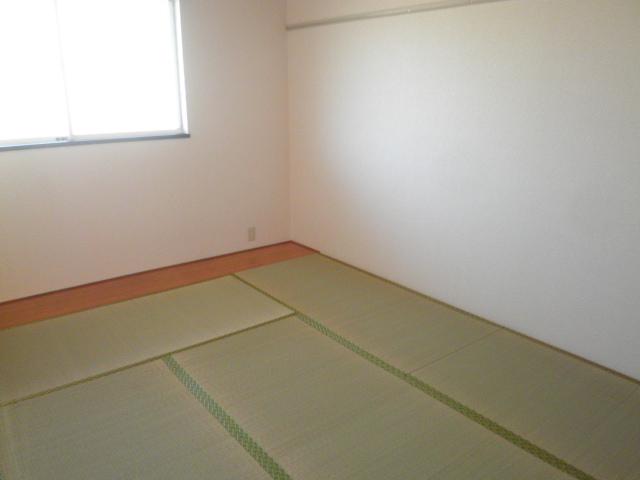 エスポアロイヤル 203号室のベッドルーム