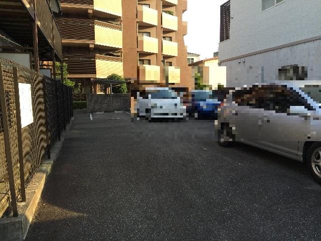 ラビデンススグモ 102号室の駐車場