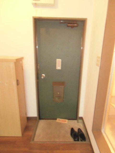 ラビデンススグモ 102号室の玄関