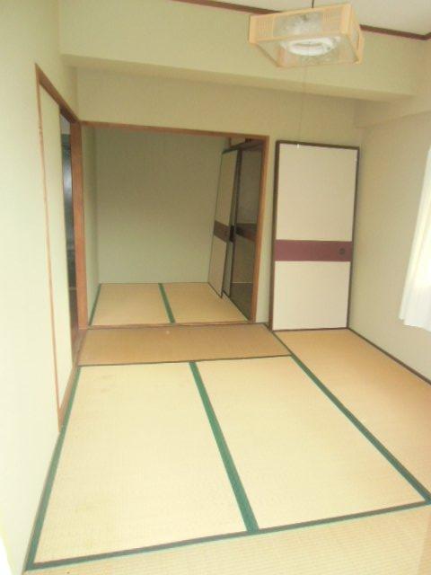 緑ヶ岡マンション 203号室のリビング