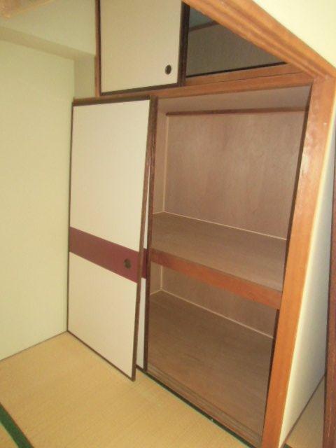 緑ヶ岡マンション 203号室の収納