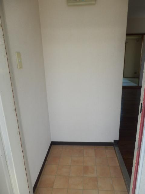 ハイシティー第二鹿山 302号室の玄関