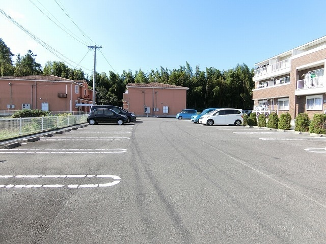 レジデンス ブロッコリーE棟 02030号室の駐車場