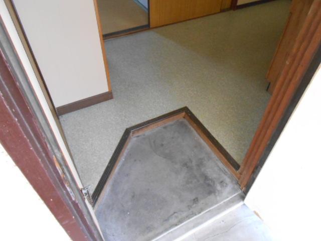 上中荘 5号室の玄関