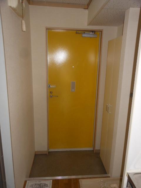 フラット若田 203号室の玄関