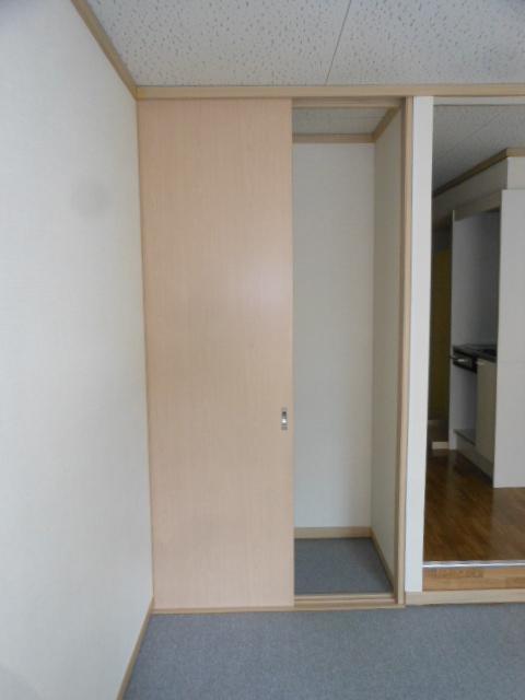 フラット若田 203号室の収納