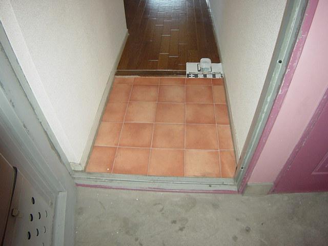 コーポパーシモン 201号室の玄関