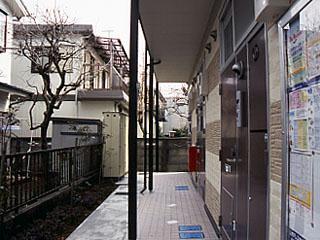 レオパレスASHBERRY 101号室の玄関