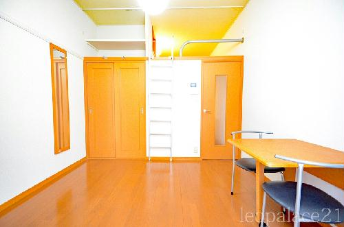 レオパレスASHBERRY 101号室の居室