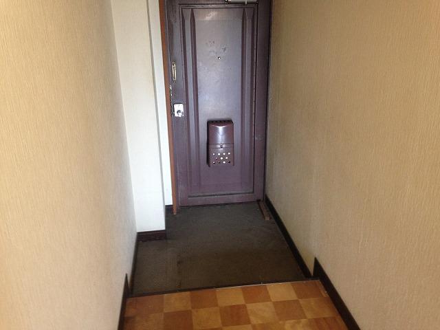 メゾン金子 202号室の玄関