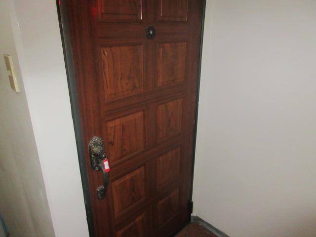 久本ビル 4F号室の玄関