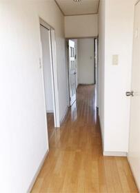 グランパレス 302号室の玄関
