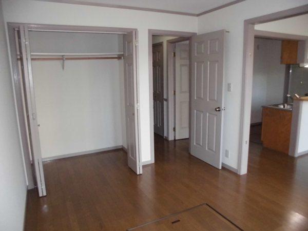グレイスグリーン高畑 101号室のリビング