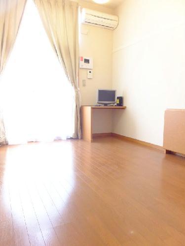 レオパレスメゾネット若葉 102号室の居室