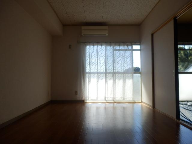 パークマンション 302号室のリビング
